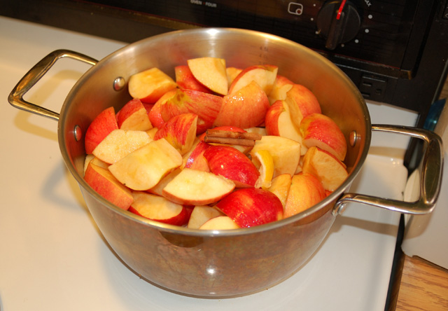 pan full of apples